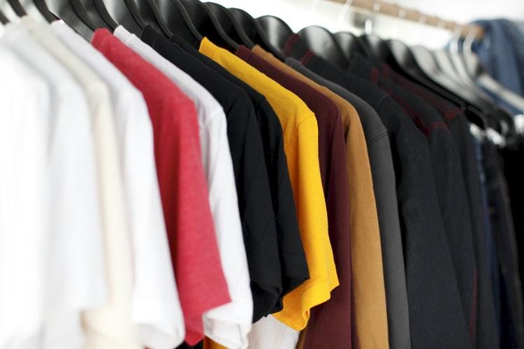 Por Que Adicionar Uma Variedade de Polo em Seu Armário?