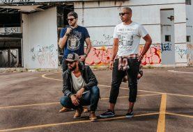 Estilos de Roupas Legais para Adolescentes com Camisas Estampadas